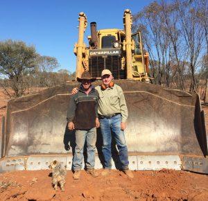 Farmer Ben and Outback Links volunteer